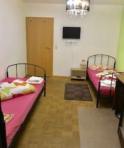Modernes, geräumige und sauberes Zimmer - Weil am Rhein