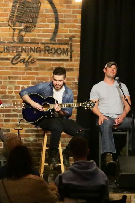 That's me singing at The Listening Room!