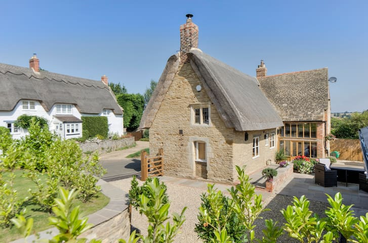 Stunning Grade II listed thatched cottage