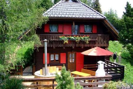 Gemütliche Hütte mit Zirbensauna und HotPot -1800m