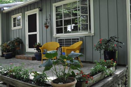 Acorn cottage - Black Mountain - Guesthouse