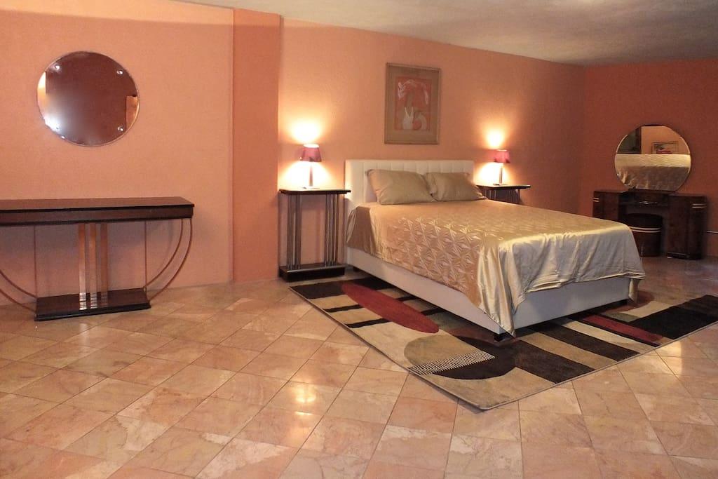 Very spacious American art deco bedroom