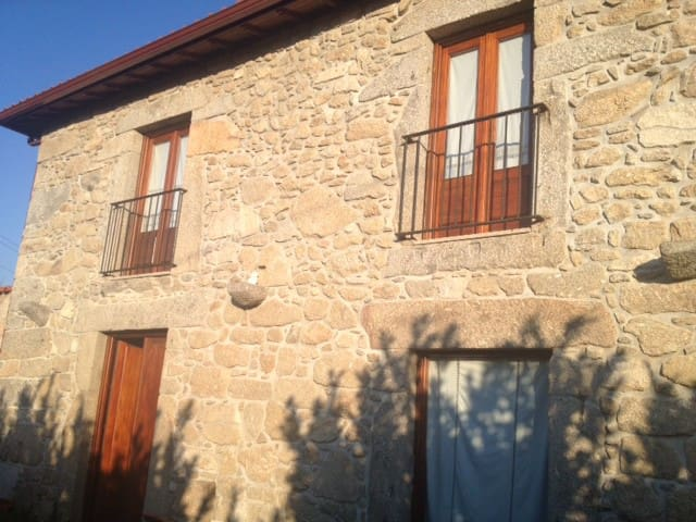 Rustic Farmhouse (120m2) and 3600m2 of green area - Braga - House
