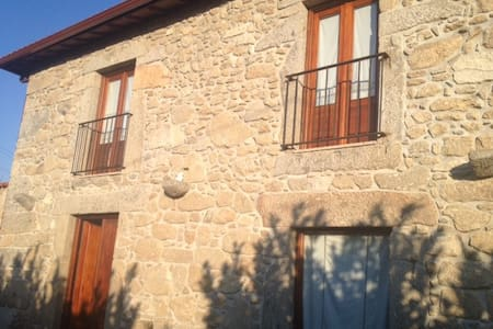 Rustic Farmhouse (120m2) and 3600m2 of green area - Braga - Dom