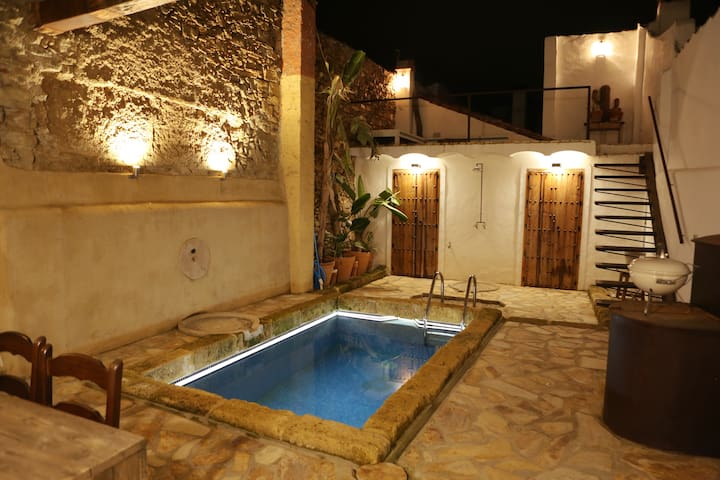 Village Private Hide away with pool