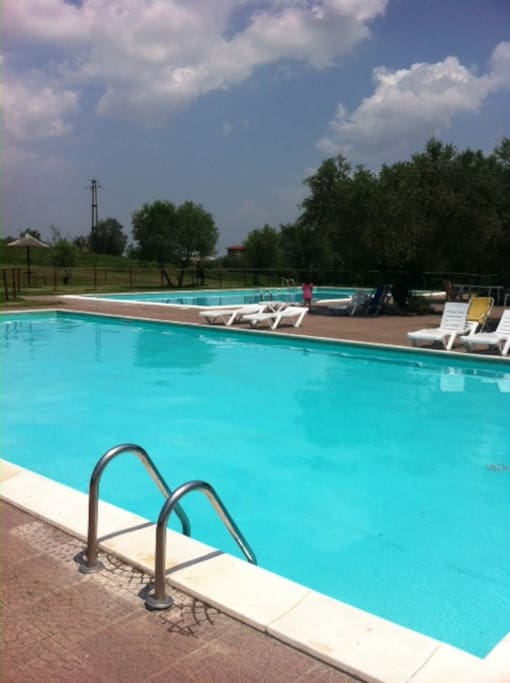 2 piscine condominiali/two residents pools