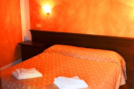 Il Feudo - Camera Matrimoniale (3B) - San Costantino - Bed & Breakfast