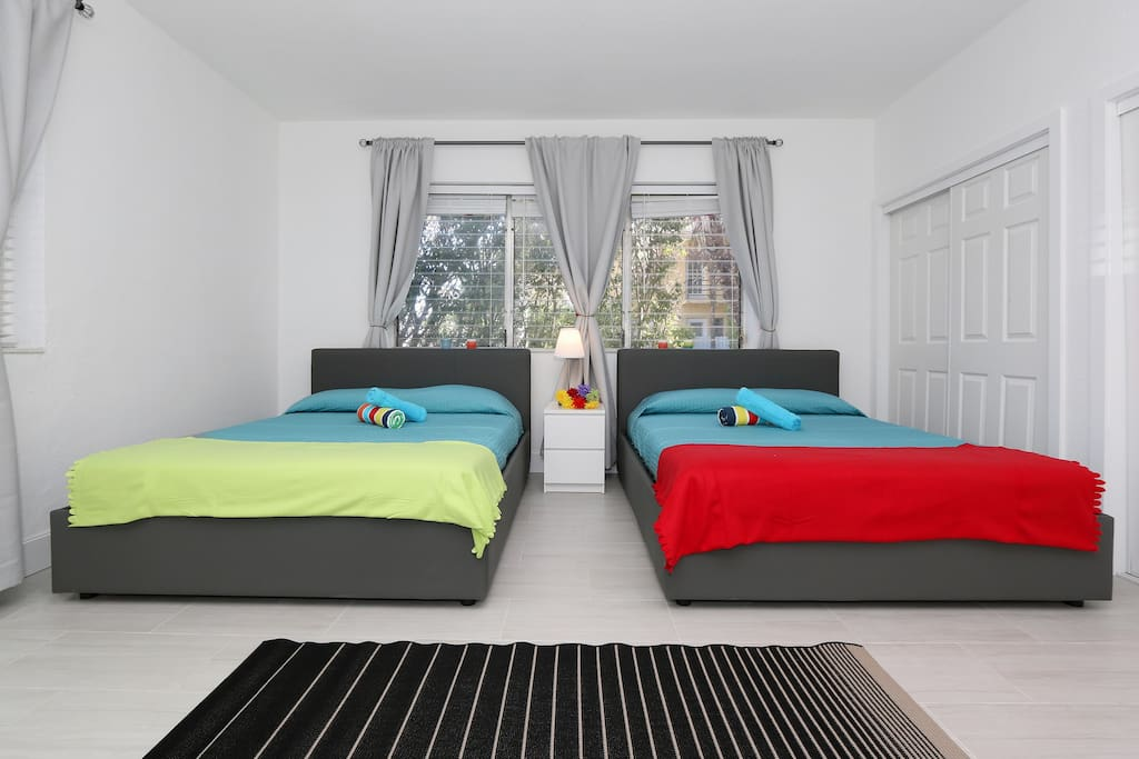 PRIVATE BEDROOM DOUBLE BED  QUEEN SIZE