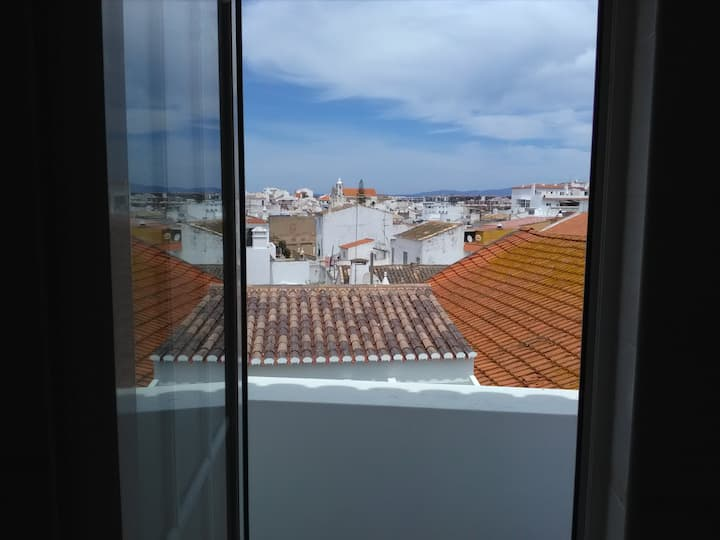 1 Bedroom house on city center with AC