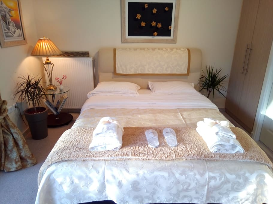 ΥΠΕΡΔΙΠΛΗ ΚΡΕΒΑΤΟΚΑΜΑΡΑ- BIG DOUBLE BED