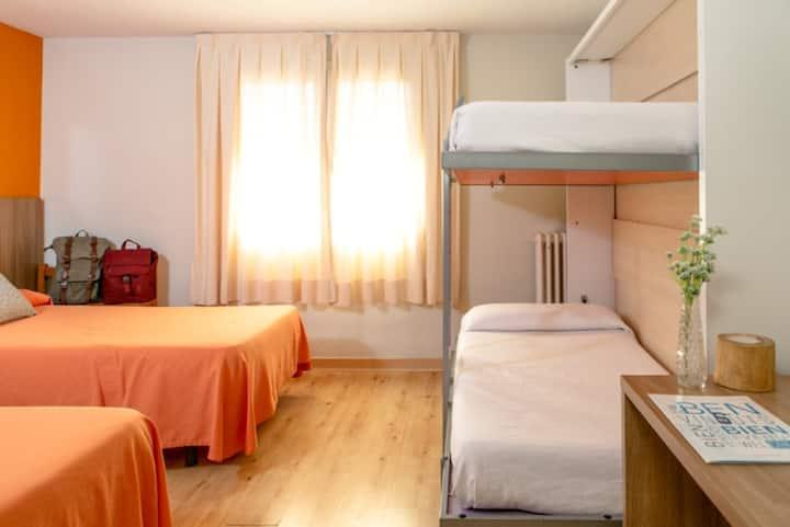 Habitación Cuádruple Estandar (2 Adultos y 2 Niños) - Alojamiento y Desayuno