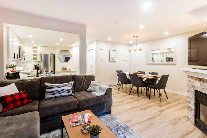 Private Luxury 2BR/BA In the Village,Hot tub/Pool