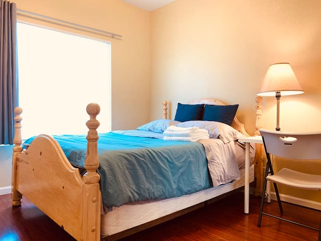Nice Bedroom in 2500 SF house in New Morada