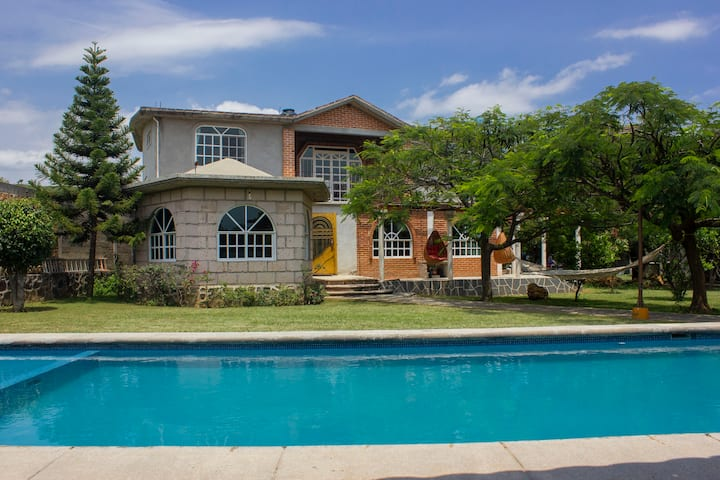 "Beautiful  Recreation House "" Cencalli"" with pool"