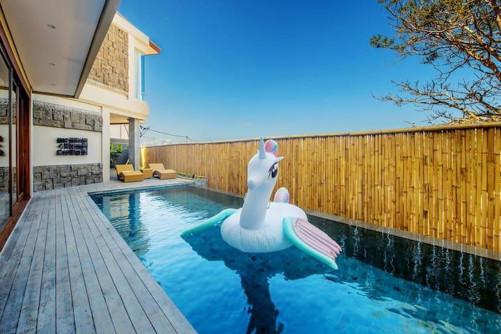 """2 BR """"K"""" Pool Villa w/ Geger Beach View @Nusa Dua"""