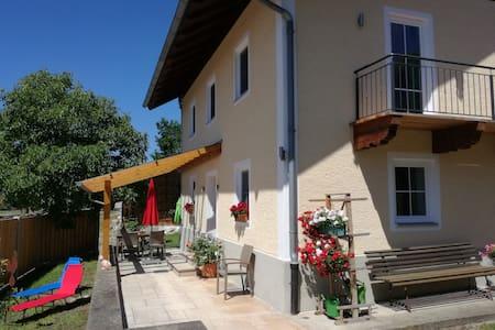 """""""Ella"""" ein eigenes Haus mit Garten nähe Salzburg."""