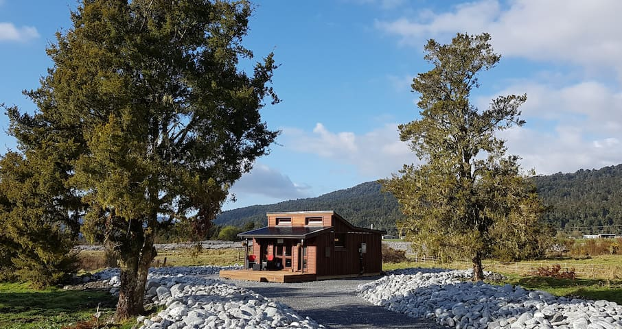 BRAND NEW - Cozy Cabin in the Paddocks