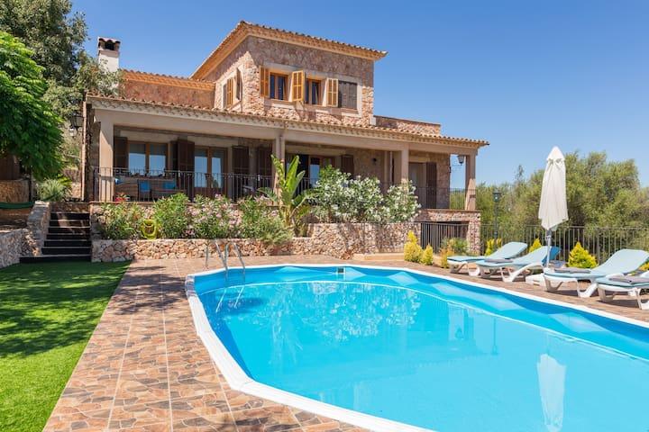 Majorcan-style villa in the centre of Mallorca