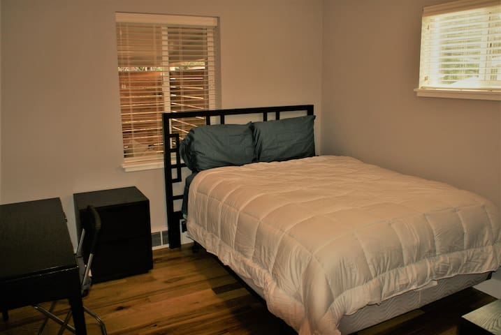 Comfy King & Queen Beds (2 rms) *Great Patio