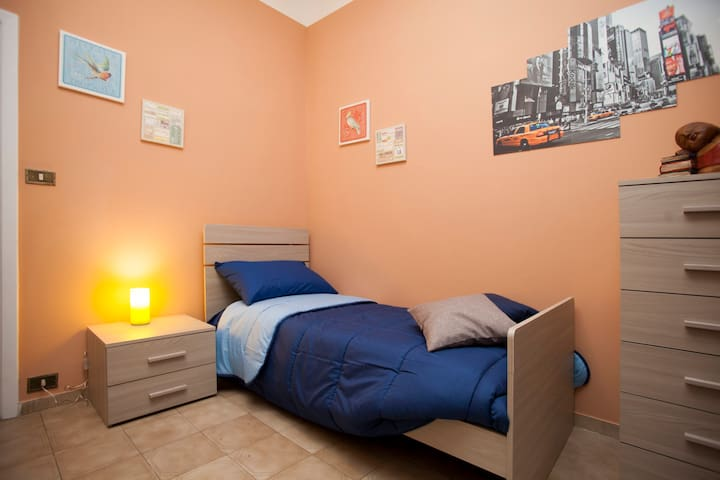 Cozy single room in Apartment - Rom - Bed & Breakfast