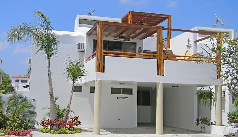 Capaes Beach House, Ecuador
