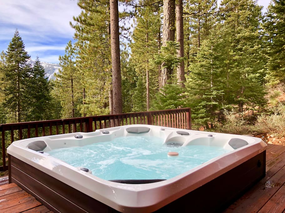 Lower Deck - Privacy & Hot Tub!