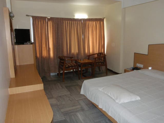 Duplex Rooms with Roof top restaurant Stay/Madurai
