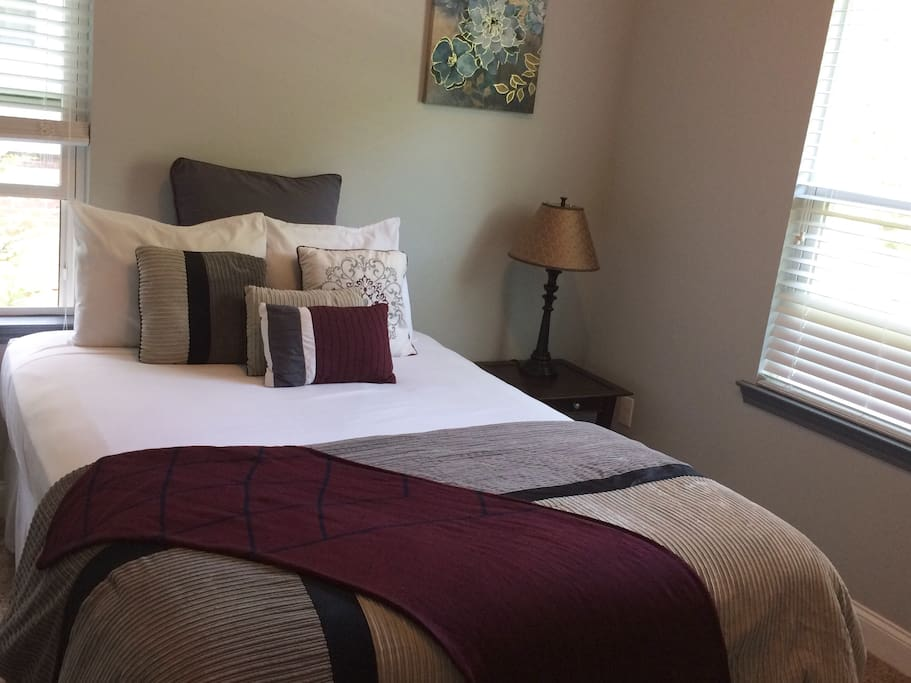 Spacious 2 room suite in new home near atl airport for Belle chambre atlanta ga