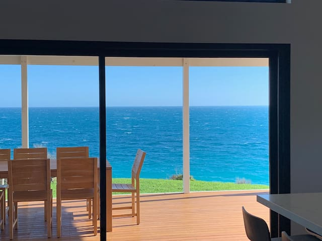 Chambers House; luxury accommodation by the sea.