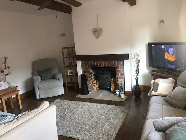 1 bedroom cottage- 10 miles from Leeds city centre