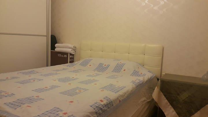 Apartman Dairesinde Özel Harika Bir Oda Tertemiz