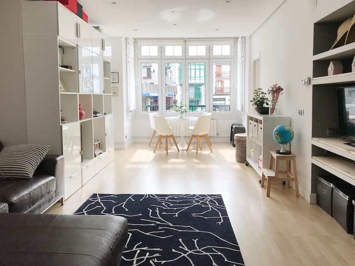 Bright and cosy apartment in the town center.