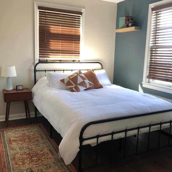 Lower South Hill - Classic 1 BD APT