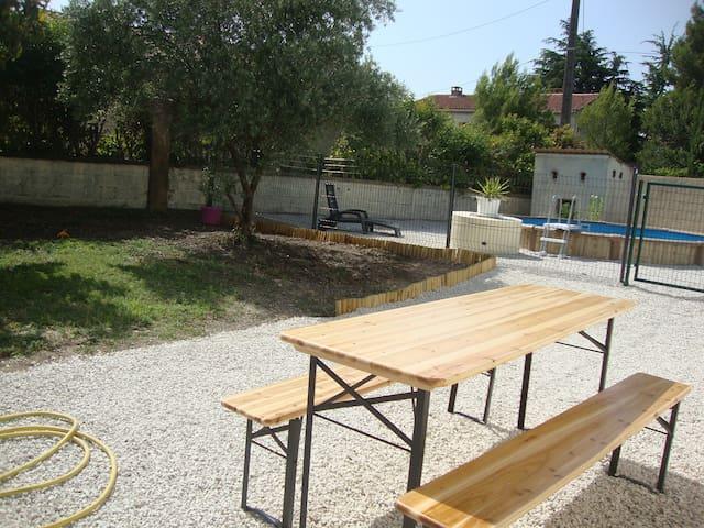 1 chambre dans Villa  rénovée de 95m2 +piscine - Saint-Saturnin-lès-Avignon