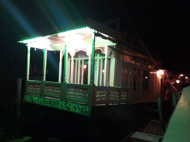 House boat holiday home  welcome to all guest