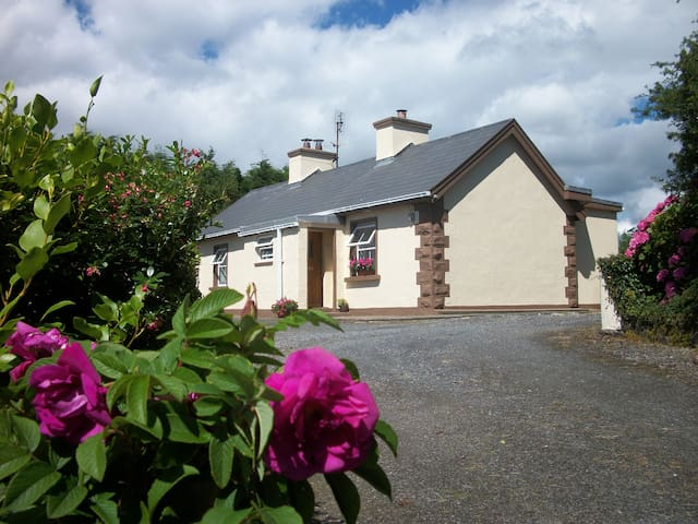 Wild Rose Cottage | South Donegal | Wifi available - County Donegal - Cabana