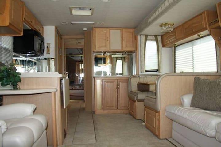 39' RV with two slides - Roanoke - Karavan