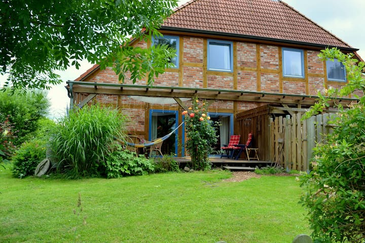 Ferienwohnung in schönem Fachwerkhaus mit Garten - Schwanewede - Διαμέρισμα