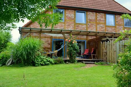 Ferienwohnung in schönem Fachwerkhaus mit Garten - Schwanewede