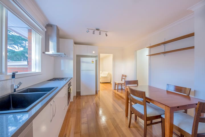 Holiday Home @ 3/43 Thames st Box Hill