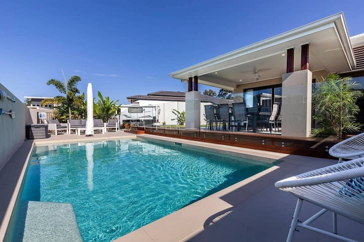Beautiful family home, Resort living in Noosaville