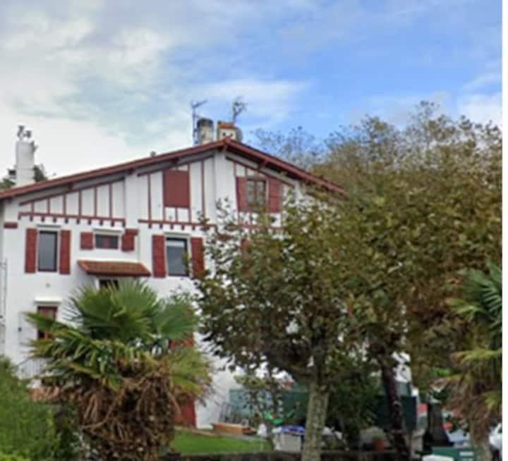 Appartement dans villa Basque sur  baie Txingudi.