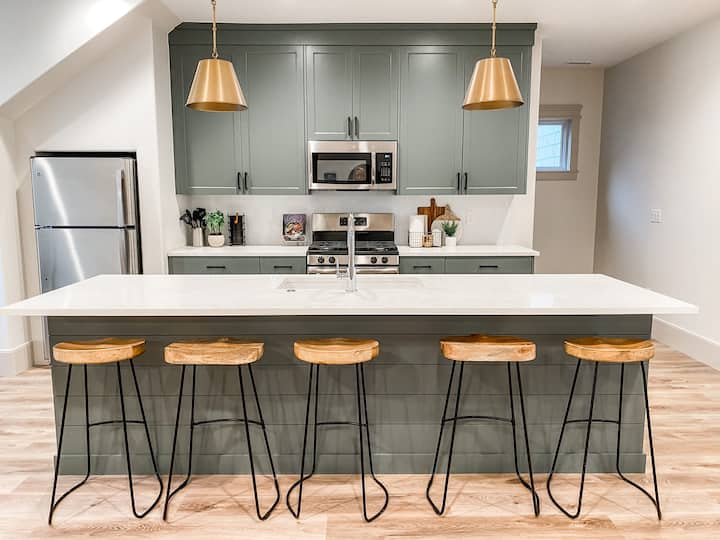 Brand new! Cozy & Modern with Provo's finest views