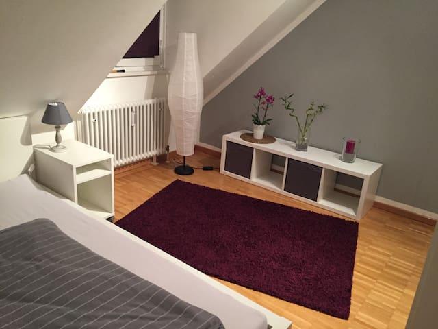 Ruhiges modernes Zimmer,20 Min. von Münchner City - Garching - Apartamento
