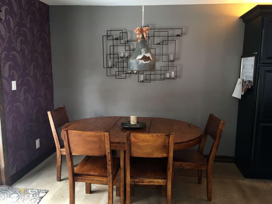 Dinning area (Seats 7 comfortably)