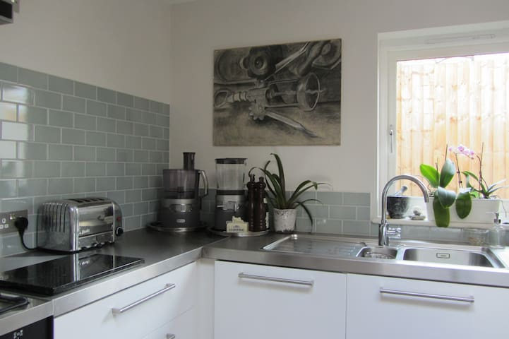 Great location. Newly built, warm and welcoming. - Bristol - House
