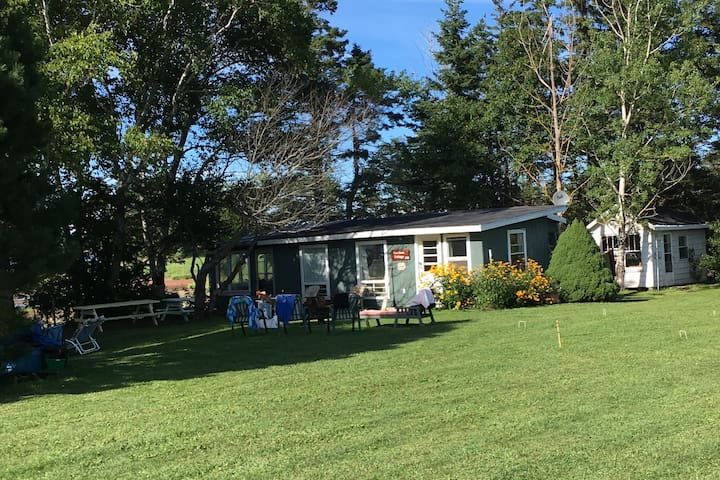 River Meadow Cottage, Beach, 10 Km  to Summerside