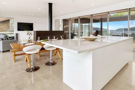 Luxury new build amazing views indoor outdoor flow
