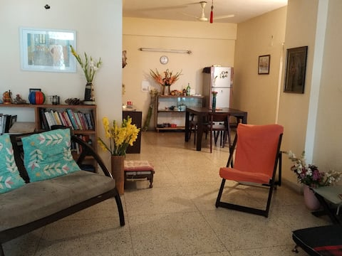 Welcome to The Van Gogh House in Delhi. A sweet, sober and simple cozy place for the traveler who is seeking calm, comfort and color in Life.  Its Home not a hotel and hence we welcome you with an open heart.