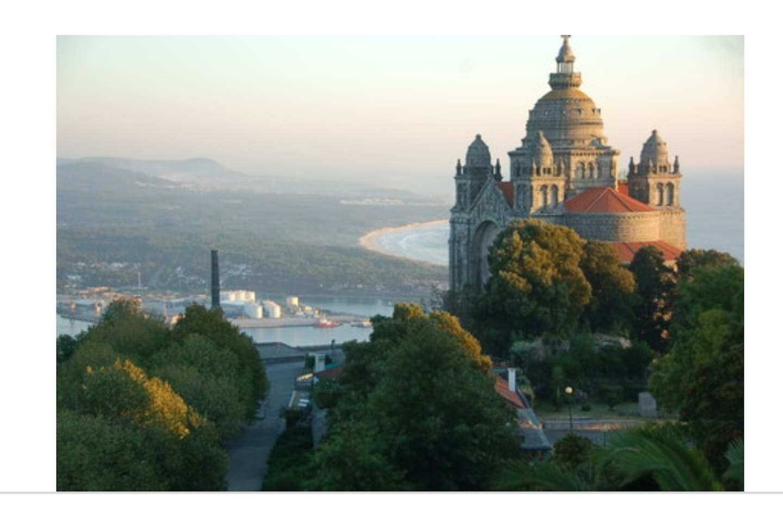 house / field and beach / Viana do Castelo